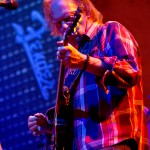 neil-young-montreal-12-05