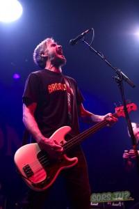 Le bassiste Jay Bentley. Photo par Karine Jacques.