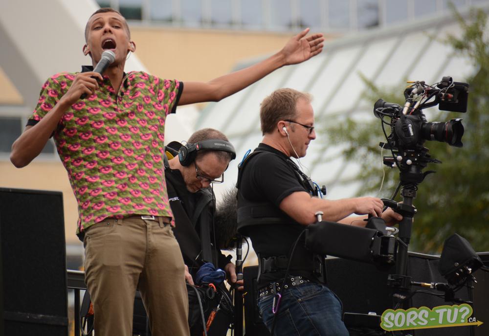 stromae-stunt-montreal-2013-07