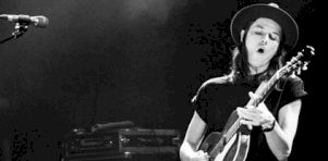 Critique | James Bay au Théâtre Corona