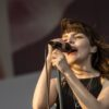 Lauren Mayberry du groupe CHVRCHES. Photo par GjM Photography.