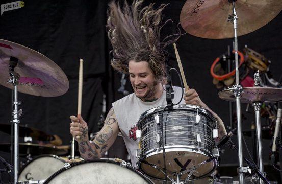 L'explosif groupe METZ au Bluesfest d'Ottawa 2015. Photo par Greg Matthews.