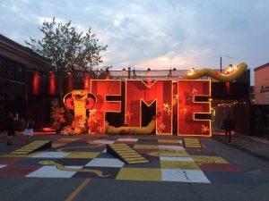 Les fameuses lettres illuminées du FME