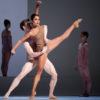 Tina Pereira et Robert Stephen dans Chroma. Photo par Cylla von Tiedemann, courtoisie de The National Ballet of Canada.