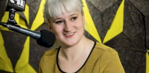 Ariane Zita lance Oui Mais Non : Perfo de la chanson titre en studio