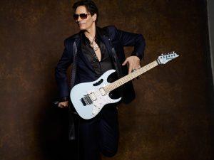 Steve Vai ouvrira le Festival des guitares du monde de l'Abitibi-Témiscamingue.