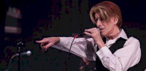 Hommage à David Bowie par David Brighton | Un voyage dans le temps au Club Soda