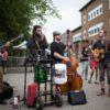 Intermède bluegrass entre Busty and The Bass et The Cat Empire