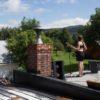Lydia Képinski sur le toit du Gîte TerreCiel