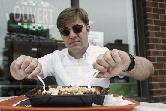 Simon Proulx et sa poutine qui n'arrivait pas à la cheville de ce qu'on peut savourer au Festival de la Poutine de Drummondville.