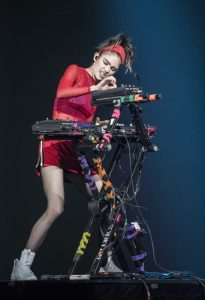 Grimes au Centre Bell pour le concert Global Citizen ©Jeff Lambert