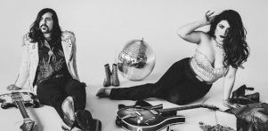 Entrevue avec Les Deuxluxes | Plus sombre, tout aussi glam