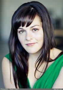 Sophie Cadieux à la mise en scène. Photo par Maude Chauvin.