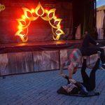 Acro Yoga près de la scène principale
