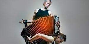 Breath de la Compagnie Tero Saarinen à la Place des Arts | L'accordéon électrique dansé