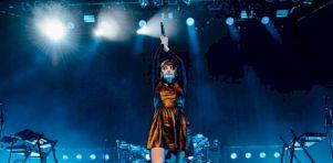 Festival de Jazz de Montréal – Jour 10 | 16 photos du spectacle de CHVRCHES au MTELUS