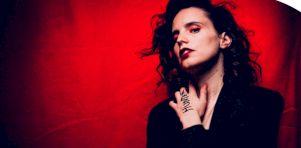 Entrevue | Anna Calvi rencontre ses idoles sur son projet «Hunted»