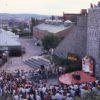 Spectacle de musique de rue à la Porte St-Jean en 1986.