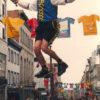 Un monocycle géant sur la rue St-Jean en 2001.
